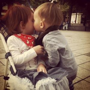 Elle accepte un baiser, finalement, et me demande ensuite une lingette.