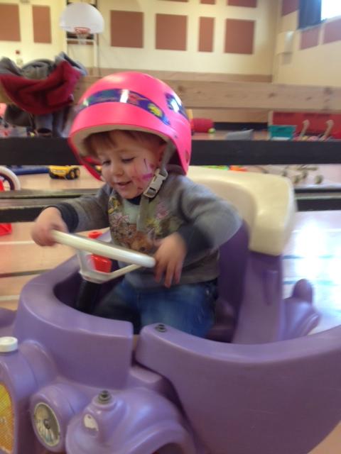 En matinée, mon fils s'est déguisé en coureur-automobile-conscient-du-danger-de-conduire-sans-permis.
