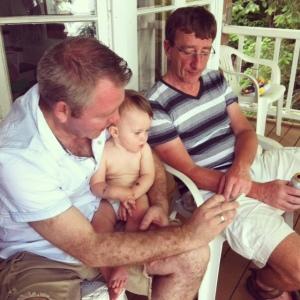 L'an dernier, match de foot regardé par papi, papa et fiston.