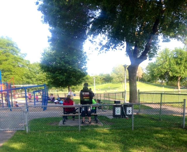 tshirt dans un parc